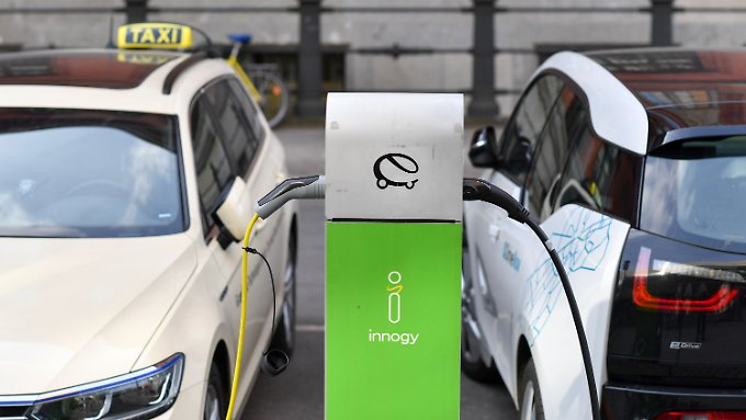 Anlaufstelle für E-Fahrer: Die großen deutschen Handelsketten haben die Elektromobilität entdeckt.