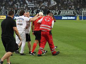Der Schiedsrichter-Assistent konnte die Partie nicht fortsetzen.
