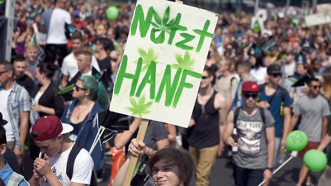 Rund 4000 Menschen demonstrierten für die Legalisierung von Cannabis.