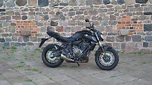 Die Yamaha MT-07 gehört seit Jahren zu den meist verkauften Motorrädern in Europa. Und das hat seine Berechtigung.