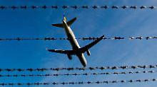 Kritik von Flüchtlingshelfern: Erneut startet ein Abschiebeflug nach Kabul