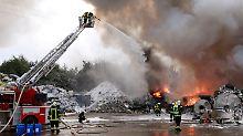 A1 muss gesperrt werden: Verheerendes Feuer erfasst Recyclinghof