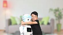 Konform mit einer Maschine: Kinder übernehmen Robotermeinungen