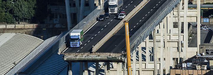 Hunderte Obdachlose nach Brückeneinsturz: Fahrer wollten Leben riskieren, um Autos zu retten