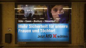 """Mit Plakaten wie diesem unterstützte der """"Verein zur Erhaltung der Rechtstaatlichkeit und der bürgerlichen Freiheiten"""" die AfD im Bundestagswahlkampf."""