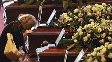 Familie stirbt in Genua: Helfer finden weitere Tote in Trümmern