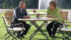 Annäherung auf Schloss Meseberg: Merkel und Putin reden und schweigen