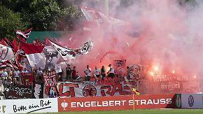 """""""Jetzt gibt's keine Entschuldigung"""": Düsseldorfer Debütantenball will in Liga 1 weiterfeiern"""
