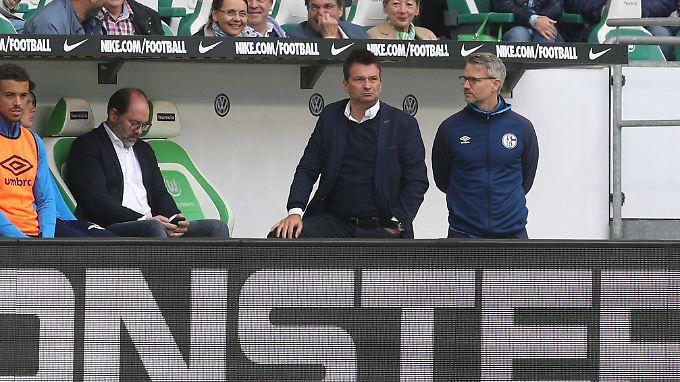 Bedient: Schalkes Sportvorstand Christian Heidel nach dem verkorkst-konfusen Ligaauftakt in Wolfsburg.
