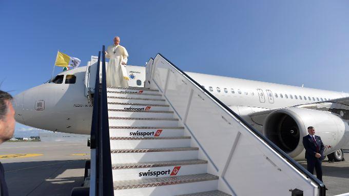 Papst Franziskus, hier bei seiner Ankunft in Dublin.