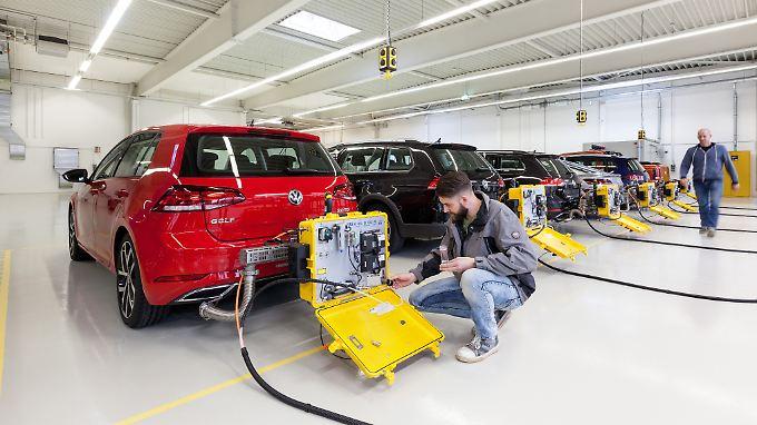 Viel Arbeit: Vom 1. September an dürfen nur noch Autos verkauft werden, die das neue WLTP-Testverfahren bestanden haben.