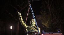Hoher Polizei-Aufwand für Kunst: Goldene Erdogan-Statue provoziert zu stark
