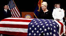 Bewegender Abschied am Sarg: Tausende warten für McCains Trauerfeier