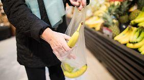 Kampf dem Plastikwahn: Discounter wollen Verpackungsmüll reduzieren