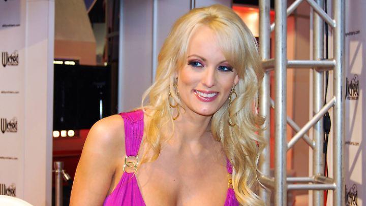Pornodarstellerin Stormy Daniels erzählt in ihrem Buch, was es bei Donald Trump unter der Gürtellinie zu sehen geben soll.