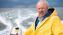 Der alte Mann und das Meer? Naja, immerhin trägt Borowski angesagtes Gelb!
