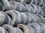 Von Autoreifen und Schuhsohlen: Mikroplastik kommt nicht nur vom Duschbad