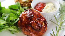 Die Frau am Grill: Hot Onion Cheese Balls im Speckmantel