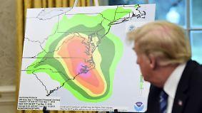 """Bilder aus dem Auge des Hurrikans: Trump nutzt """"Florence"""" für fragwürdigen Auftritt"""