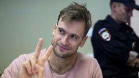 """n-tv Kurznews: """"Pussy Riot""""-Aktivist wohl vergiftet"""