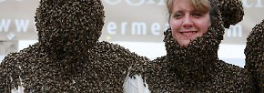 Summender Schmuck am Körper: Hüte, Mäntel und Bärte aus Bienen