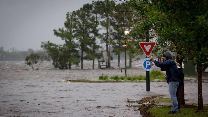 """Schon Stunden bevor """"Florence"""" das Festland erreicht, setzen Vorläufer des Sturms die Küste - wie hier in New Bern - unter Wasser."""