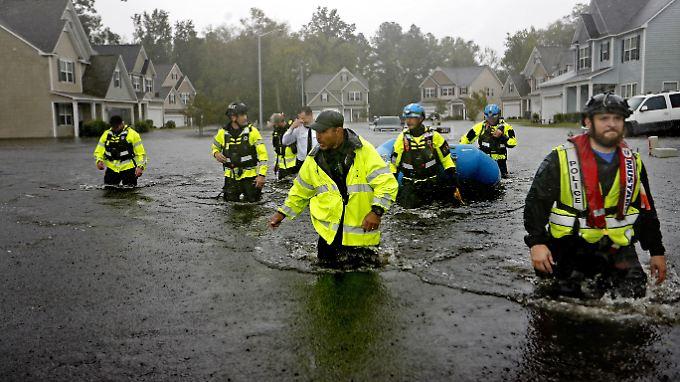 Hoch steht das Wasser in Fayetteville, der Bürgermeister fürchtet, das Schlimmste könnte noch kommen.
