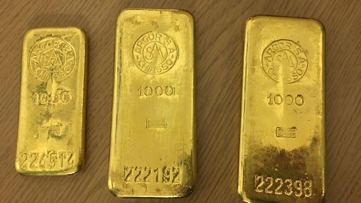 Rund 83.500 Euro sind diese Goldbarren wert. Der Finder bekommt dafür nur 2500 Euro.