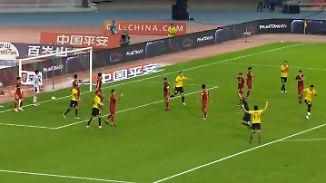 Kurioses Spitzenspiel in China: Brasilianer schießt verzweifelt, Tore zählen nicht