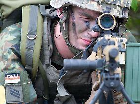 MG5 im Anschlag: Das neue Standardmaschinengewehr der Bundeswehr stammt von Heckler & Koch.