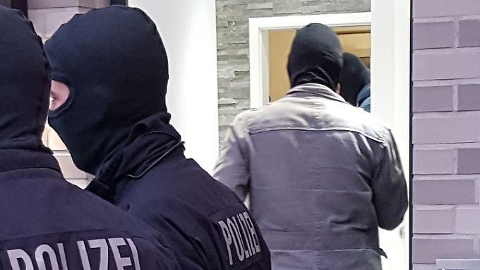 verhaftungen und beschlagnahme bremer polizei nimmt callcenter mafia hoch n. Black Bedroom Furniture Sets. Home Design Ideas