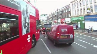 Super-Highways und Helmkameras: London radelt in Lebensgefahr
