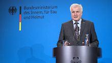 Maaßen werde auf seinem neuen Posten für europäische und internationale Aufgaben zuständig sein, verkündet Seehofer nach dem Spitzentreffen der Koalition.