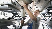Nachrüstung bei einem Dieselfahrzeug in der Werkstatt.
