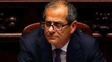 Giovanni Tria muss zwischen der EU und den Populisten in Rom lavieren. Überzeugt der Drahtseilakt die Anleger?