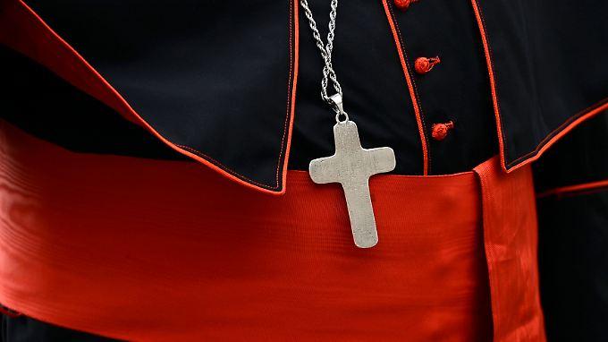 Eine Katholische Schule zieht ein Anstellungsangebot eines homosexuellen Lehrers in Nordrhein-Westfalen zurück.