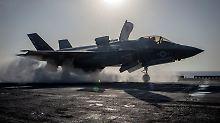 """Start vom Flugdeck der """"USS Essex"""": Eine F-35B der Marines fliegt in Richtung ihres ersten Kampfeinsatz."""