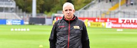 """Dirk Zingler, der Präsident des 1. FC Union Berlin, fordert einen """"Kurswechsel""""."""