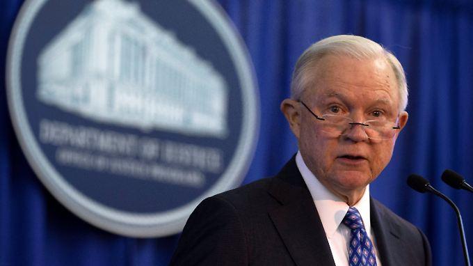 """US-Justizminister Jeff Sessions sprach von einer """"ernsten Bedrohung"""" für die Gesellschaft der USA."""