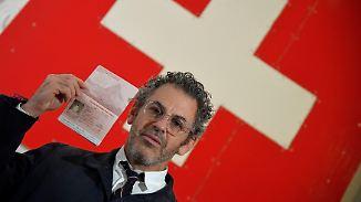 Aktion an den Grenzen der Legalität: US-Künstler verkauft gefälschte Schweizer Pässe