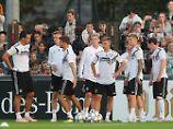 Die deutsche Fußball-Nationalmannschaft hat im Amateurstadion der Berliner Hertha eine öffentliche Übungseinheit eingelegt.