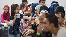 12.976 neue Fälle beim Bamf: Zahl der Asylanträge sinkt