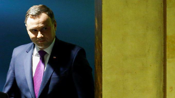 Polens Präsident Duda hat am Obersten Verwaltungsgericht vorbei 27 Richter für den Obersten Gerichtshof ernannt.