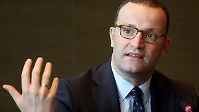Gesundheitsminister Spahn will den durchschnittlichen Zusatzbeitrag zur gesetzlichen Krankenversicherung um 0,1 Prozentpunkte senken.