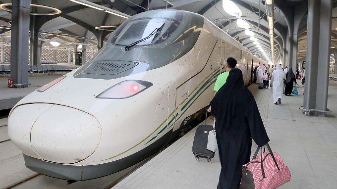 Aus fünf mach zwei: Der Zug verkürzt die Reisezeit zwischen Medina und Mekka erheblich.
