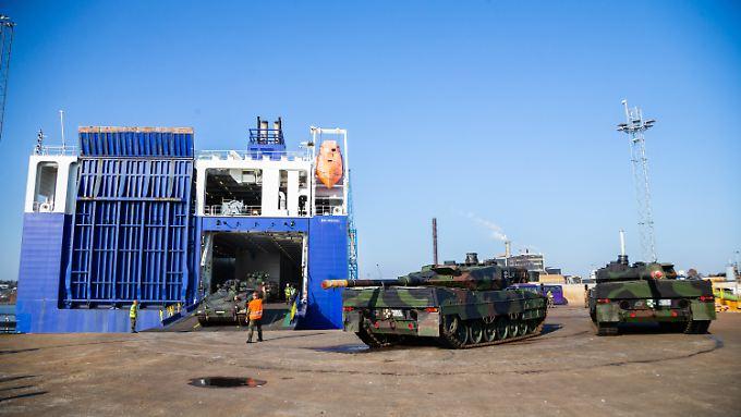 In Fredrikstad rollten die deutschen Panzer an Land - sie sollen am größten Nato-Manöver seit Ende des Kalten Krieges teilnehmen.