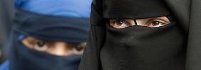 Frauen, die aus religiösen Beweggründen ihr Gesicht verschleiern, wären von dem Gesetz betroffen.