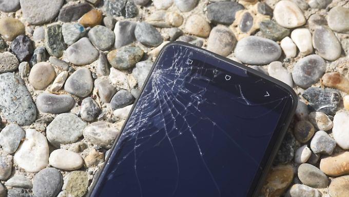 Auch wenn das Smartphone kaputt ist, kann man wichtige Daten vielleicht noch retten.