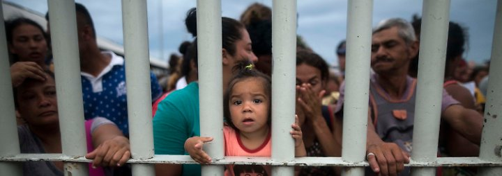 Dabei äußerte sich Pompeo besorgt über die Ansammlung Tausender Migranten, deren Ziel die USA sind.