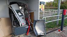Mittäter in Halle ist tot: Zwei Festnahmen nach Automatensprengung
